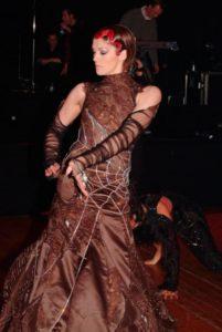 Платье с паутиной от Никки Ванкетс